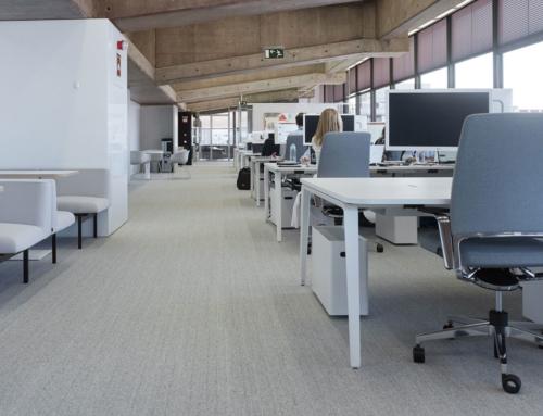 Proyectos Ofita con mobiliario personalizado; el valor de la diferencia