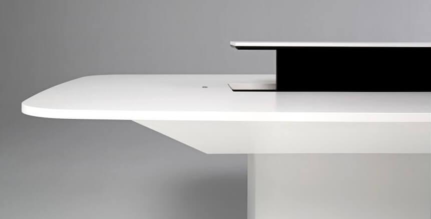 Mesa con módulo elevable