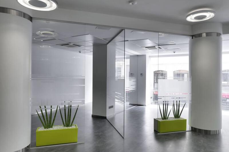 C mo dividir el espacio en una oficina ofita for Oficinas de muface en madrid