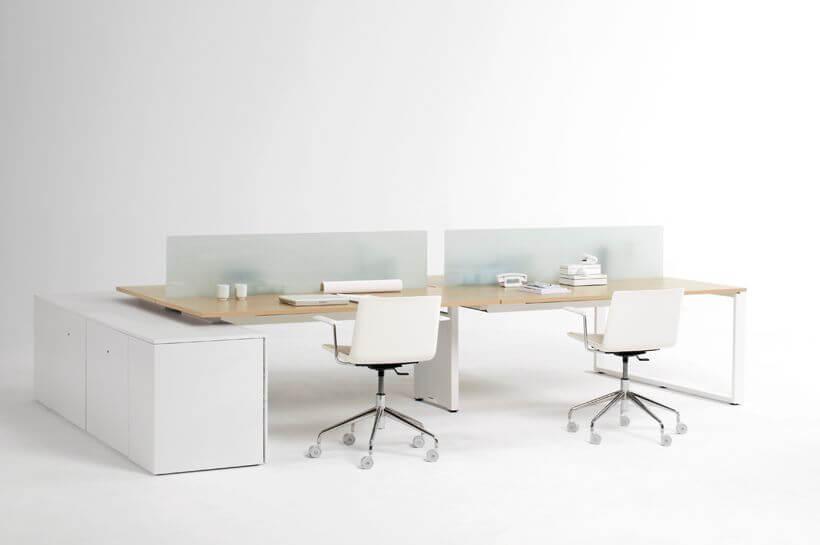 silla y mesa de oficina