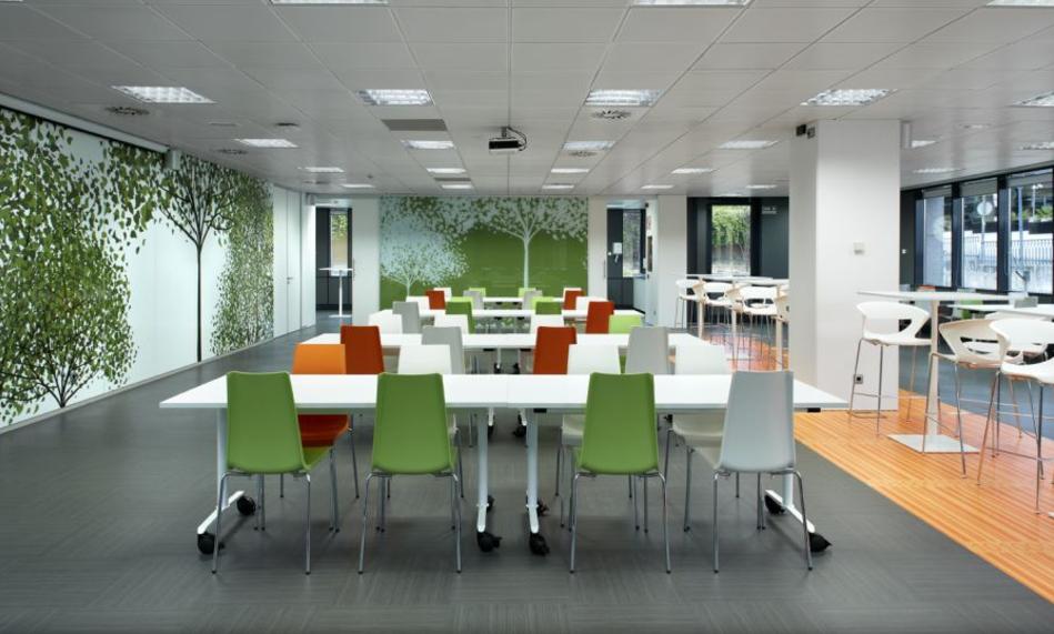 Buscas muebles de oficina en madrid descubre los for Oficinas de seur en madrid